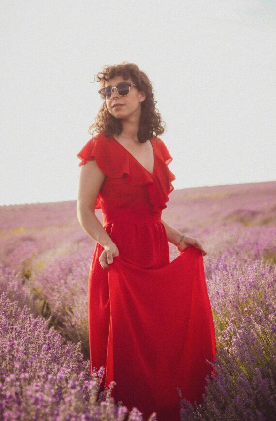 """Момиче с дълга червена рокля """"Havana"""". Модна фотография"""