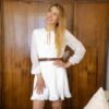 Бяла къса рокля с бродерия на цветя