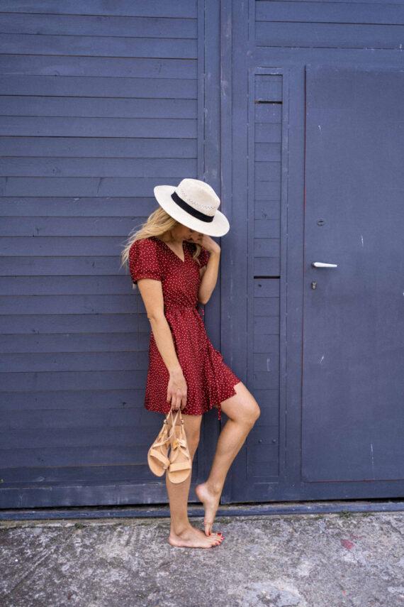 Червена рокля IRENE с прехлупване на точки