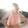 Къса плисирана рокля в светло коралово